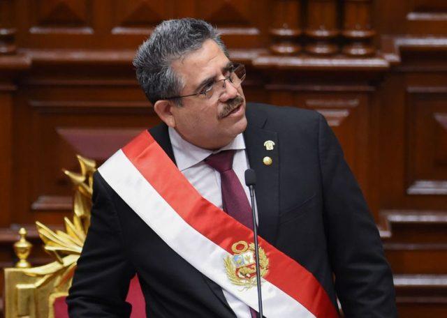 Manuel Merino se aferra al poder.