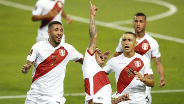 Peru le ganó por 2 - 0 a chile por las eliminatorias
